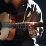 medytacja w śpiewie z gitarą