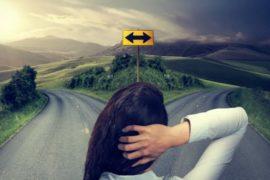 kobieta na rozstaju dróg